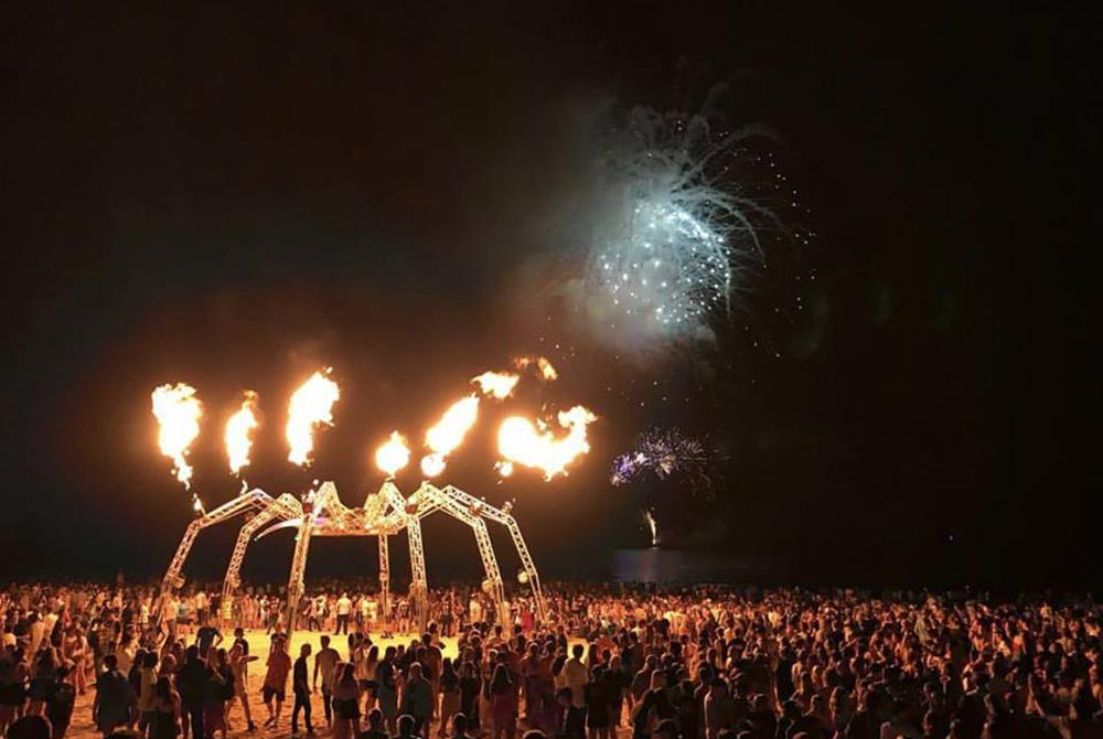SkylighterFireworks_Brisbane_Gold_Coast_Flames-13